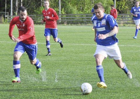 Vanskelig sesong: Både Mats Olsens Drangedal og Martin Heglands Sannidal står i fare for å rykke  ned til henholdsvis 6. og 5. divisjon. Her fra et av fjorårets oppgjør, da begge lagene var i 5. divisjon Arkivfoto: Jimmy Åsen