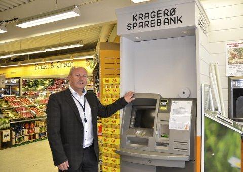 SLUTT: Etter nærmere 20 års drift er det over og ut for minibanktilbudet på Helle. Roger Randahl sier tiden var mer enn overmoden for å fjerne den.