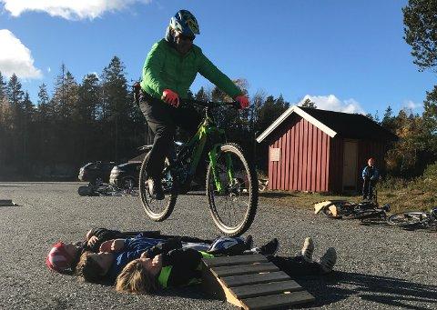 TERRENGSYKKEL: Levangsheia Idrettslag får 10.000 kroner til innkjøp av utstyr til terrengsykkelskole for barn og unge. (Foto: Ida Hødnebø)