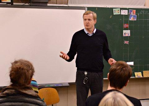 KLARE: Oppvekstsjef Håvard Ulfsnes håper de unngår det, men Kongsberg kommune har planene klare dersom smittetallene fører kommunen opp til rødt nivå.