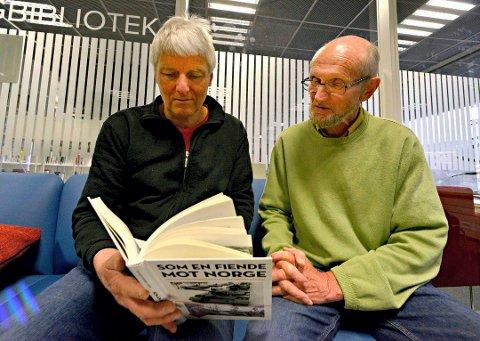 DRAMATISK HISTORIE: Øyvind Stranna Larsen (t.v.) har skrevet boka om den sovjetiske oppmarsjen for 50 år siden. Tor Eivind Engelstad er en av kildene som var midt oppe i begivenhetene.