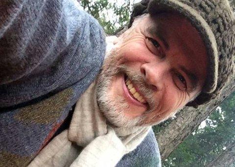 AKSJONERER: Nils Petter Leidal jobber med naturmedisin under navnet Nipe Torsteinson. Han er opptatt av helseaspektet i forbindelse med installasjon av smartmålere i alle norske hjem.