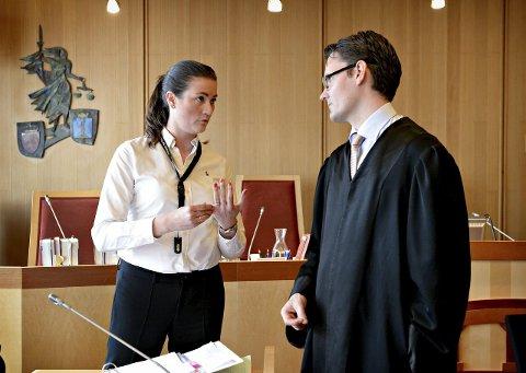Har søkt: Birgit Austad (t.v.) er én av søkerne til stillingen som kommuneadvokat i Lier. Bildet er fra en rettssak i 2015, der Austad, politiadvokat i Søndre Buskerud politidistrikt, var aktor.