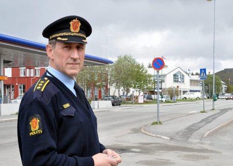 ADVARER:  Lensmann ved Vest-Lofoten lensmannskontor, Asbjørn Sjølie, advarer mot falske pengeinnsamlere