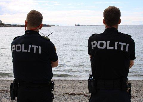 VIS HENSYN: Politiet henstiller til de feststemte om å vise hensyn.