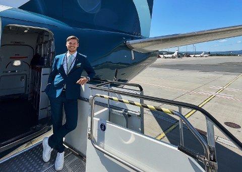 Bendik Sebastian Hansen fra Fygle jobber som flyvert i det nystartede flyselskapet Flyr.