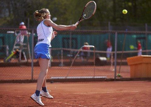 Gulljente: Ine Pedersen har blitt nordisk mester i tennis. Begge foto: Espen Hilderup