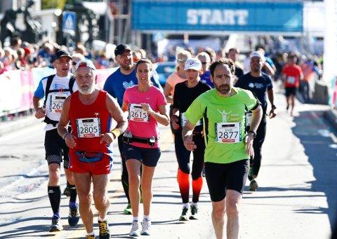 2300 deltakere løper hel og halv maraton i Oslo lørdag.