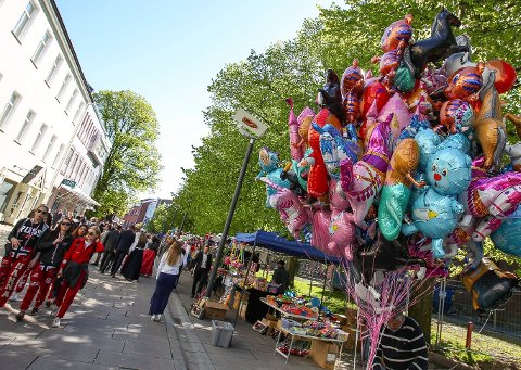 BLIR FORBUDT: I Vestby kommune blir 17. maifeiringen neste år uten heliumballonger.
