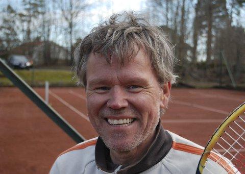 SLÅR MER ENN ETT SLAG FOR TENNISEN: Moss Tennisklubbs leder Glenn Johnsen.