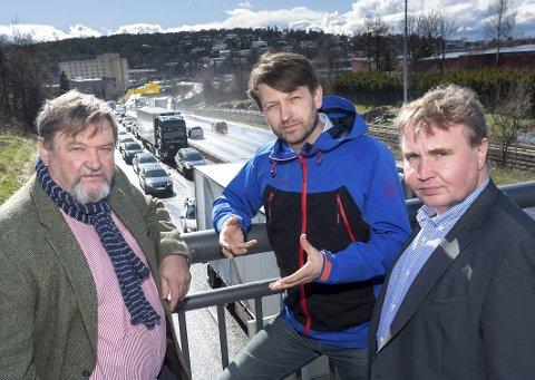 Vil ha tunnel:  Eirik Lae Solberg (midten) i Oslo Høyre, her sammen med partifellene Arve Edvardsen (t.v.) fra Nordstrand Høyre  og Lars Foyn fra Østensjø Høyre, vil kjempe for Manglerudtunnelen. Foto: Hans-Kristian Thorbjørnsen