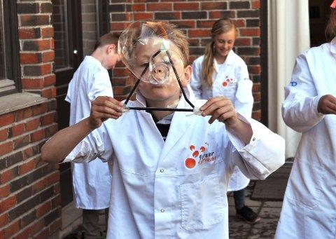 Sommerkurs: Forskerfabrikken har i mange år arrangert sommerskoler på Hadeland, men i år inviteres det til sommerlig læring i Gjøvik også. arkivbilde