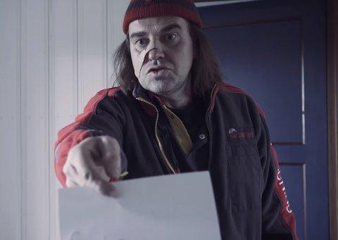 Roger Lindhjems satirevideo om det å være postbud ble tatt ille opp av ledelsen i Posten. Nå er Lindhjem jobbsøker i Valdres.
