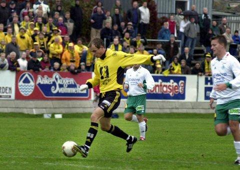 Pangdebut: Dagens Raufoss-trener Christian Johnsen debuterte for totningene med to mål mot HamKam i «El Classico» i år 2000. Arkivbilde