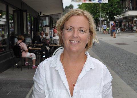 FORNØYD: Sommeren har vært god for handelsstanden i Gjøvik, slik Anne Slaaen Rogne i Gjøvik Handel- og Næringsforening.