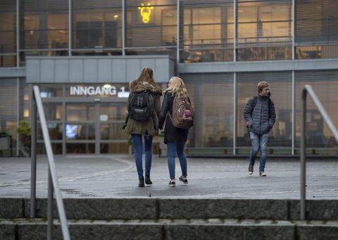 FÆRRE: Fylkesordfører Even Aleksander viste til en beregnet nedgang i elevgrunnlaget på Gjøvik videregående skole på mer enn 15 prosent.– Det må vi ha med oss når vi snakker om behovet i framtida, sier fylkesordføreren.