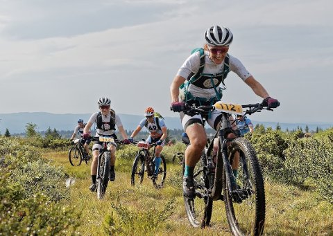TØFT: Løypene i Offroad Valdres er tøffe, men populære blant rytterne. Her ved Klara Lyngnes fra Sagene Sykkel.
