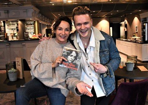 ROMEO OG JULIE: Inger Lise Rypdal har sunget «Romeo og Julie» siden 1968, mens for Mads Sølsnes Gjetmundsen blir det under Akevittfestivalen første gangen han synger slageren. Og da er det jo like greit å gjøre det sammen med Inger Lise Rypdal!