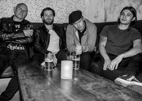 KRITIKERROST ROCK: Ronny «Pøbel» Olsen, Marius Roti, Ole Henrik «Gambler» Lund og Kim Raaden Hocque får solid skryt for debutalbumet sitt.