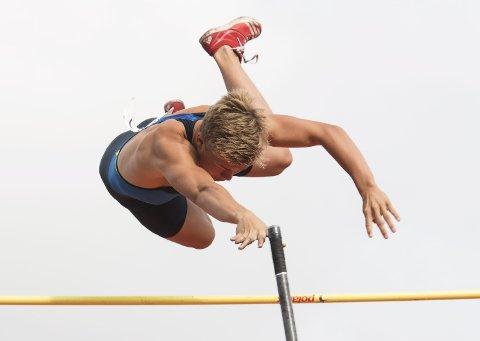 GIKK HØYT: Sondre Guttormsen forbedret sin egen personlige rekord med fem centimeter da han gikk over 5,41. Det er også ny norsk juniorrekord.