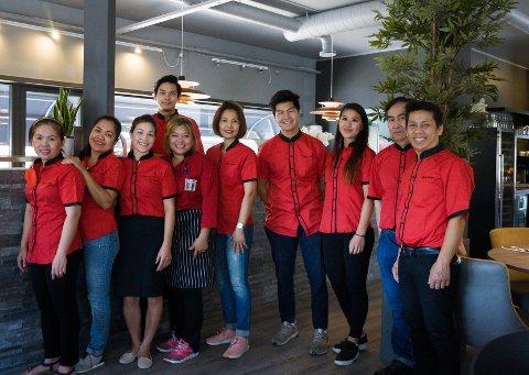 VELKOMMEN: Alle de ansatte ved Sushi Søstre ønsker nye og gamle kunder hjertelig velkommen til den nye resturanten i Ski.