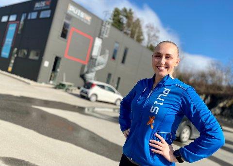 KORONA-PRESS: Puls-instruktør og medeier i Puls Gruppen, Anette Jørgensen,  har hatt en vaskejobb på Kiwi på Bøleråsen i hele koronaperioden. Hun gjør det hun kan for å unngå at Puls Gruppen må ta opp ytterligere lån.