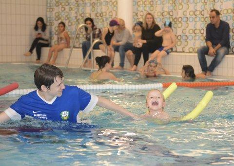 Nye krav: Neste år innføres det obligatorisk ferdighetsprøve i svømming for elever i fjerde klasse. Da kan det fort bli en fordel å ha vært gjennom Larvik svømmeklubbs sekstrinnskurs.