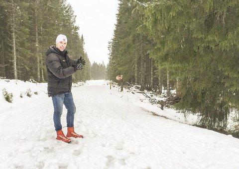 Slik er det nå: Ole Tallakstad står foran det som litt bak han vil bli startområdet til Vindfjelløpet i år.Privatfoto
