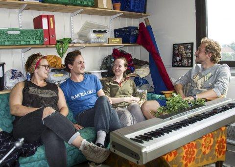 Premiere: Line Kaupang, Sondre Hinze, Martine Ugland og Håkon Hammesmark er rolige før premiere på en ny Smartine-forestilling torsdag.foto: per albrigtsen