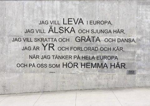 Europa: Poesiparken sprer seg til Danmark og er på vei mot Sverige. Kanskje går den videre ut i Europa fra dette diktet på Farris Bad.foto: per Albrigtsen