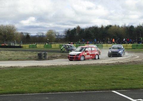 GOD DEBUT: Ole Henry Steinsholt debuterte i rallycross i England sist helg. Han endte på 3. plass i sin klasse under det engelske mesterskapet.FOTO: NMK GRENLAND