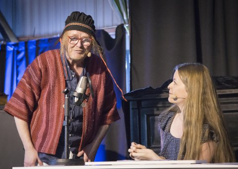 Russ: Kvearen som skal prøve seg i russelåtsjangeren er en av Simon Andersens beste sketsjer i forestillingen «Håret som gikk».arkivfoto: Lise reng
