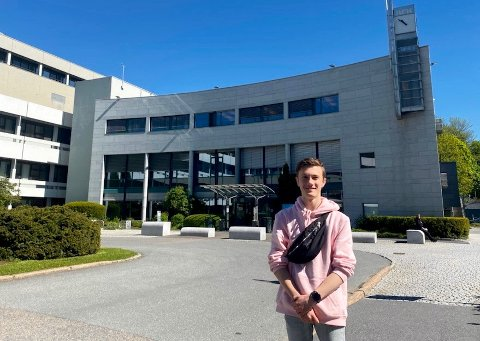 ENGASJERT: 16 år gamle Kasper Aarud fra Veldre vil gjerne bruke sin tospråklighet for å inkludere flere TV-seere.