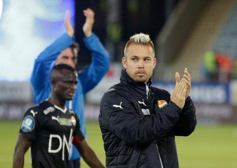 En fornøyd Marcus Pedersen etter seieren i kampen mellom Strømsgodset og Vålerenga på Marienlyst stadion. Nå har 26-åringen skrevet under ny kontrakt med klubben. (Foto: Berit Roald / NTB scanpix)