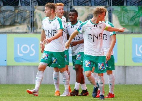 CUPDRAMA: Peder Nersveen (nummer to fra venstre) og resten av HamKam-gutta hadde Start i kne, men røk til slutt ut av cupen etter straffesparkkonkurranse.
