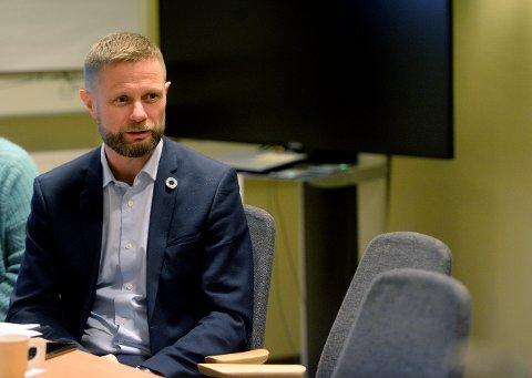 PÅ BESØK: Helseminister Bent Høie (H) besøkte blant annet sykehuset i Elverum tirsdag.
