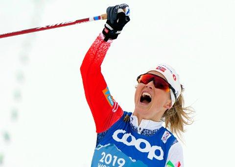 Therese Johaug jubler etter at VM-gullet var sikret lørdag.