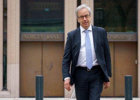 Det kommer ingen renteøkning når sentralbanksjef Øystein Olsen redegjør for rentebeslutningen. Men de fleste ekspertene mener den økonomiske utviklingen har vært så god at han vil signalisere den første renteøkningen allerede over sommeren.
