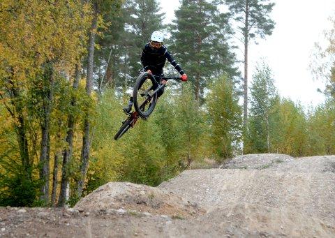 HØYT: Høyt i svevet. Edvin Almås Edvardsen (15).