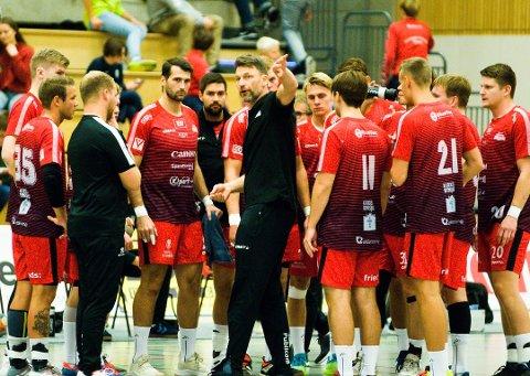 Robert Hedin og Nøtterøy møter serieleder Follo på bortebane i kveld. Kampen ser du på Direktesport.