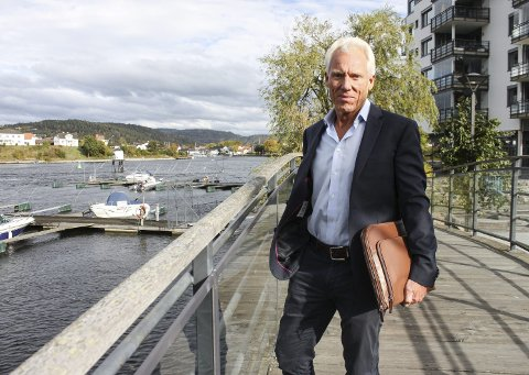 Utbygger: – Vi hadde ikke fått rammetillatelse hvis reguleringsplanen ikke ble fulgt, sier Øygarden. Ansvaret for den smale «elvepromenaden» på Frednes er komplisert.