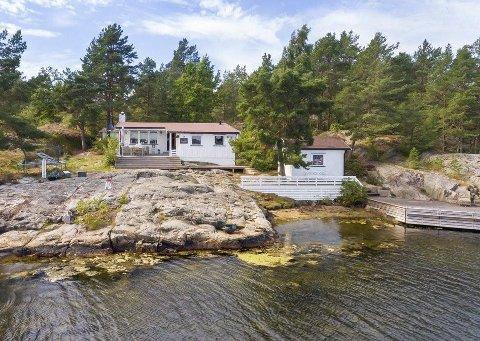 Selger hytta: Tommy Svindal Larsen har lagt ut hytta på Håvøytangen på Kjønnøya for salg med en prisantydning på 7,2 millioner.