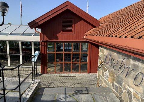 UTESTED: I slutten av september i fjor måtte politiet rykke ut etter en voldsepisode ved baren på Cafe Osebro. En 24-åring fra Grenland er nå dømt til 45 dager i fengsel.