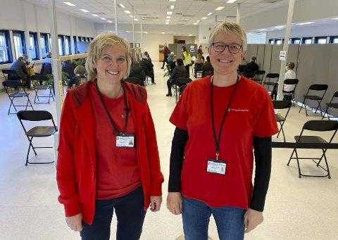 BRA TRYKK: Anne Kari Nærum og Liv Berit Vrålstad er fornøyde med oppstarten. – Første dagen pleier det å være mange som kommer, sier Anne Kari Nærum.