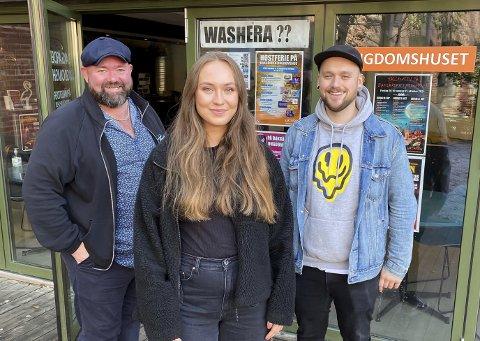 GLEDER SEG: Helge Tverdal, Thea Ekdahl og Kenneth Johannessen gleder seg til å ta imot ungdommer i høstferien.