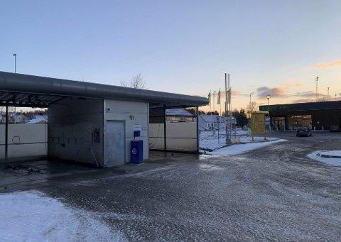 FORNYER: Dansk selskap vil bygge ny vaskehall her i Fjordgata 13 på Herøya. Når og om det vil skje, er fortsatt ukjent.