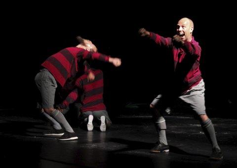 ENDELIG: PIT i gang igjen etter ett års opphold. Jo Strømgren Kompani: A Dance Tribute To the Art of Football var første forestilling denne uka.
