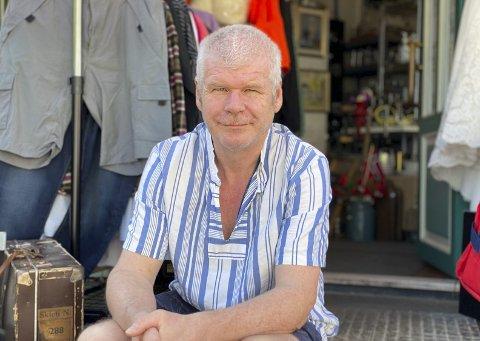 GLIMT I ØYET: Nils Harald Oredalen (60) er en mann som brenner for byen og innbyggerne. Oppvokst i den tradisjonsrike Capri-kiosken, er han ikke redd for å slå av en prat.