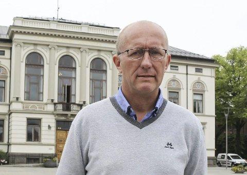 SKEPTISK: NAV-leder Grunde Grimsrud i Porsgrunn ser tendenser til en økning blant unge som søker sosialhjelp.