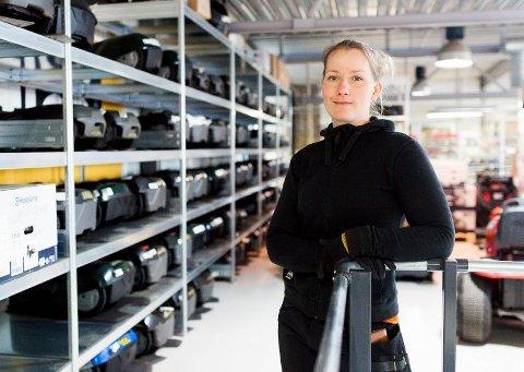 ØKNING: Butikksjef Mia Berget i Rakkestad Sogneselskap har opplevd stor vilje til å handle lokalt.